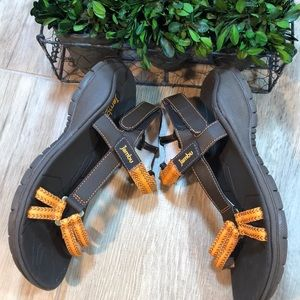 Jambu Terrain Adjustable Strappy Sandals 6